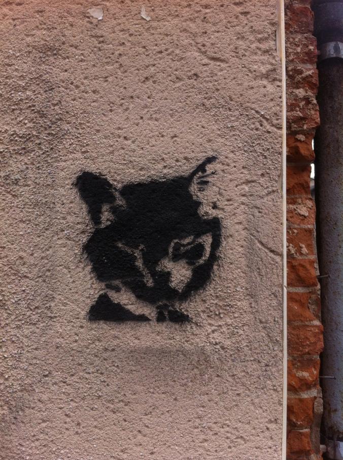 16 juin 2014, intersection avec la rue Achille Viadieu, pochoiriste inconnu